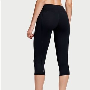 Victoria's Secret Knockout Crop Legging